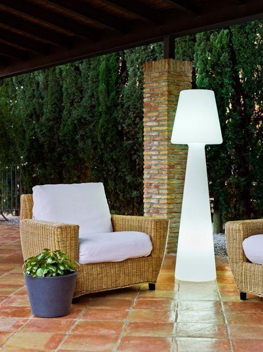 Claves para iluminar tu jard n iluminaci n outdoor - Lamparas exterior jardin ...