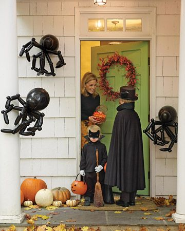 decoracion en halloween con arañas y calabazas