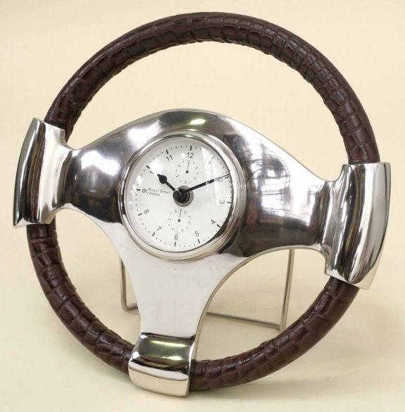 reloj de mesa volante